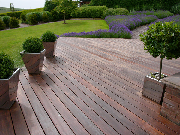Dka garden design photo gallery contemporary rural garden for Images of garden decking